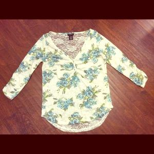 Rue 21 Cream Blue Floral Lace Top Size Small